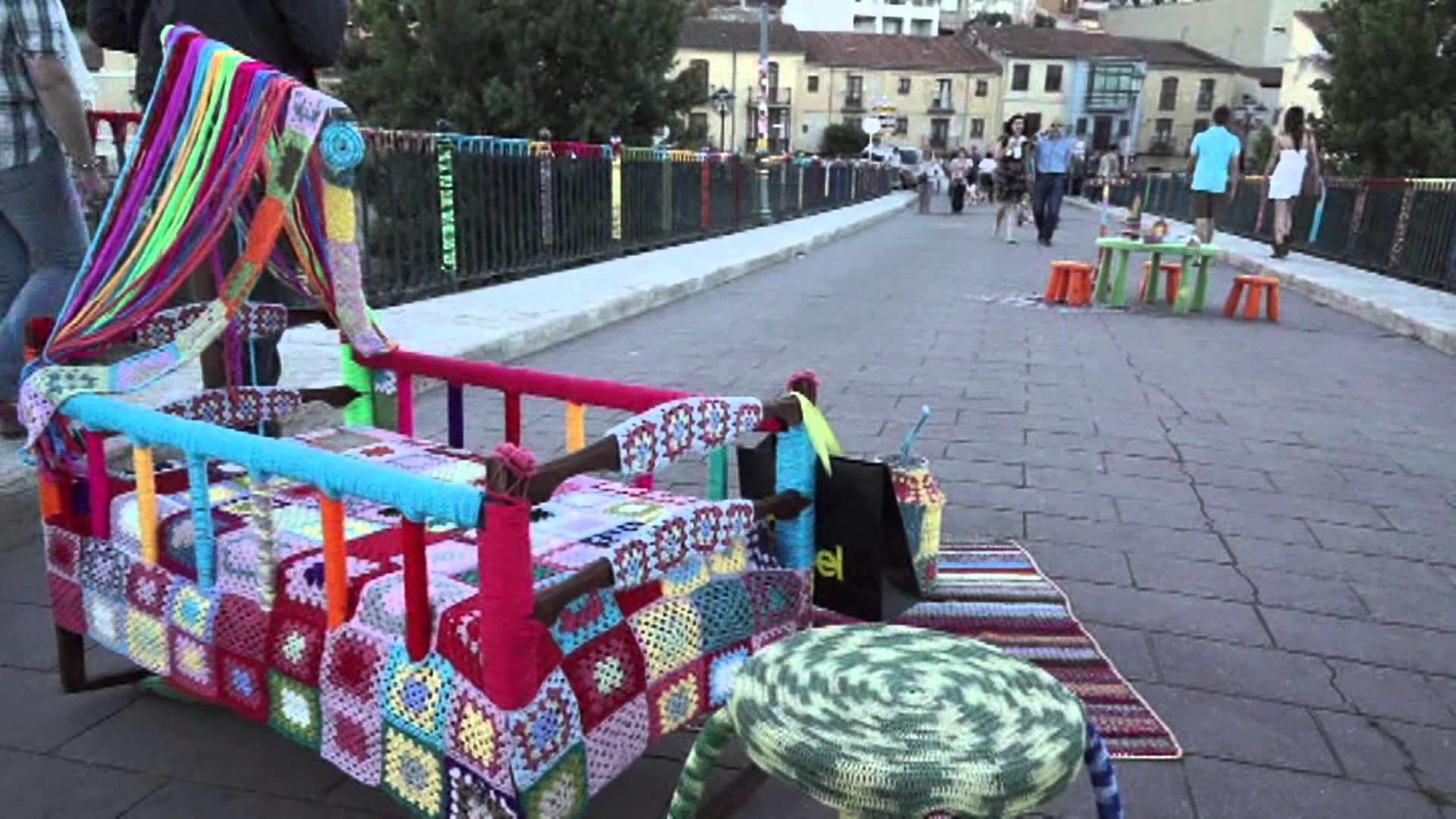Urban Knitting en el Puente de Piedra (Zamora)
