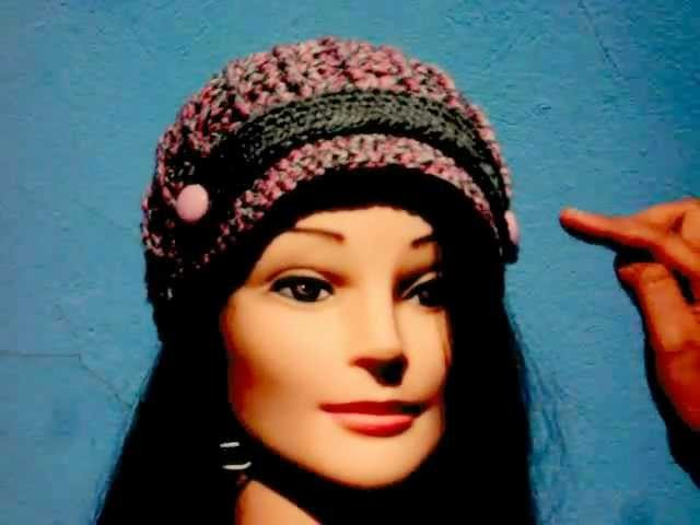 Gorra a crochet con punto relieve