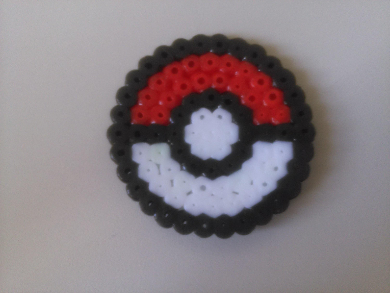Tutorial de cómo usar una placa de Hama Beads Circular. Pokéball