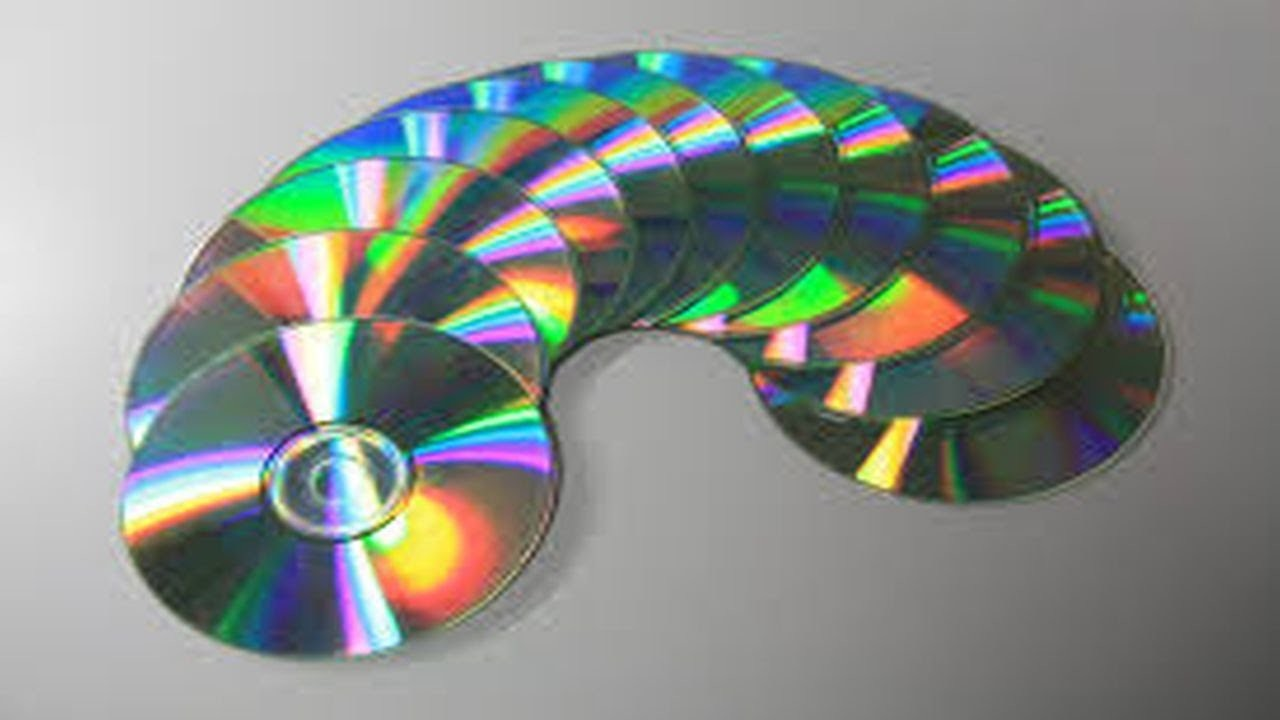 17. DIY COLGANTE DE DECORACION (RECICLAJE DE CD)