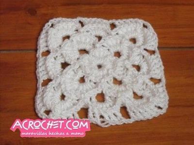 Aplicacion con petalos en relieve tejida a crochet