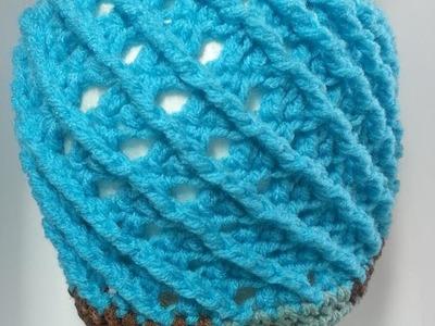 Gorro con punto en relieve a crochet