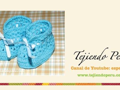Zapatitos calados tejidos a crochet para bebés