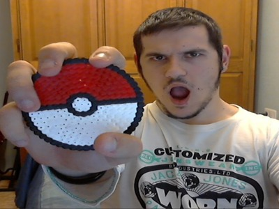 Haciendo una Pokeball con Hama Beads!