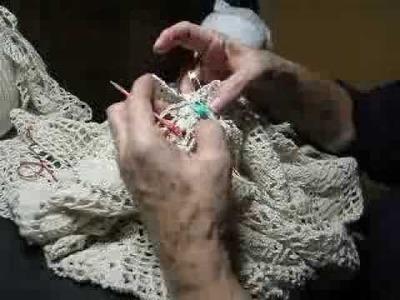 Lujoso mantel tejido a crochet  de graficos  Final uniendo los  motivos cuadrados