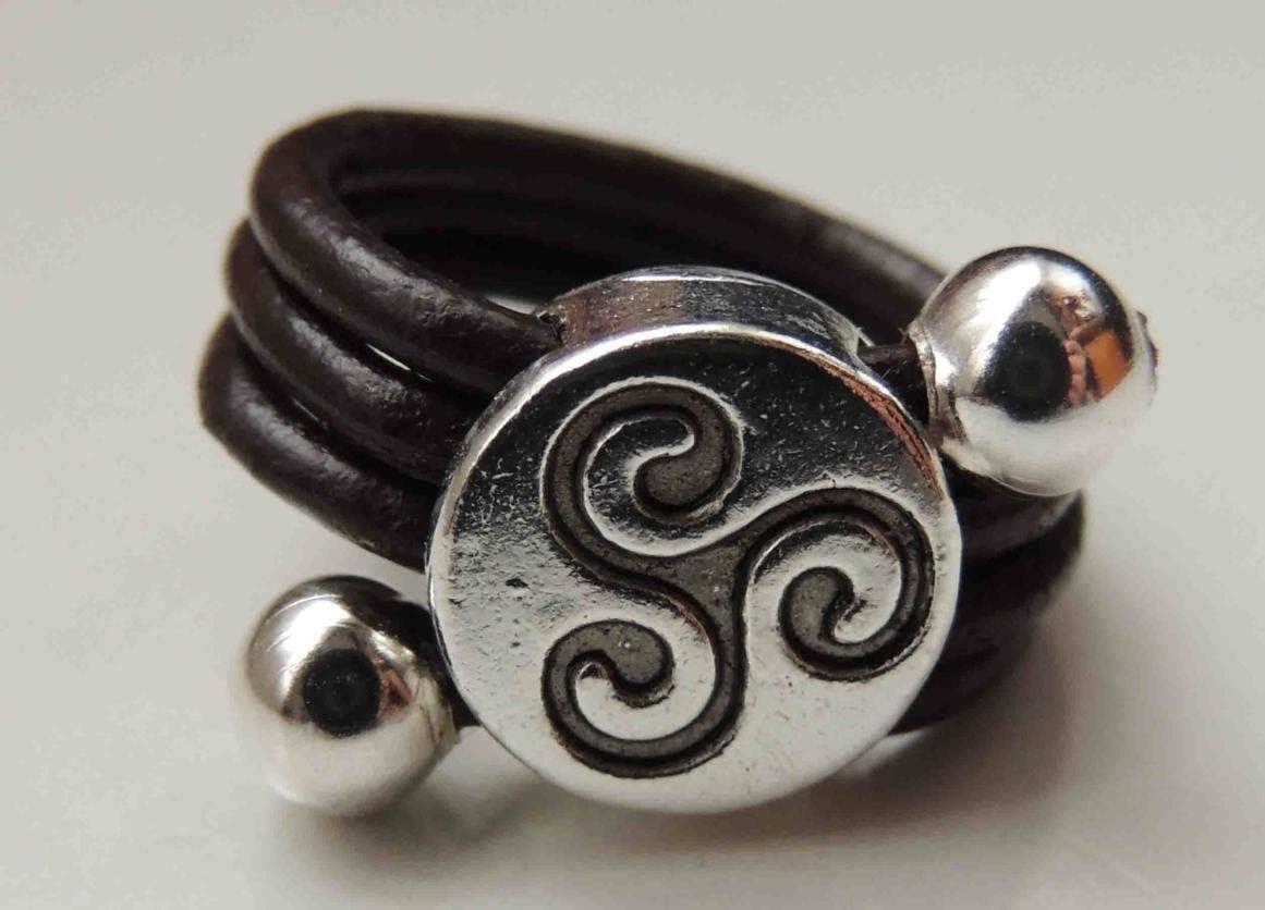 Tutorial DIY como hacer un anillo de cuero. Ring leather.