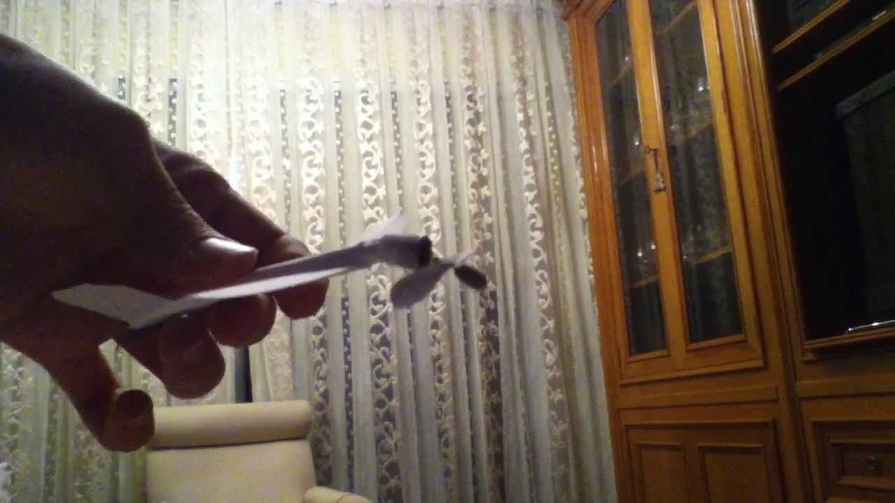 DIY rubber band paper airplane. Avión de gomas y papel, casero.
