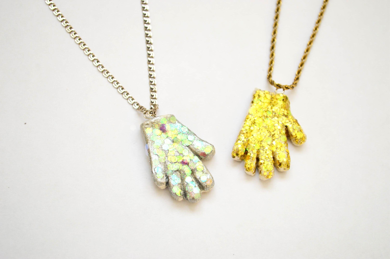 DIY: Michael Jackson's Glove Necklace | Collar Guante de Michael Jackson Tutorial