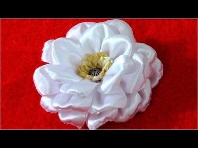 Flores Kanzashi en cintas rizadas