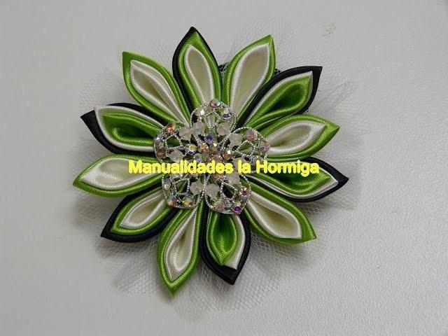 Elabora tus propias coletas decoradas con flores kanzashi en tela  y tulle.