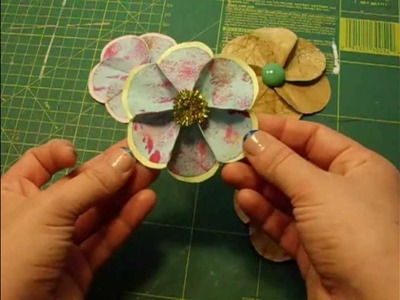 Flor de papel de seis petalos. paper flower with six petals