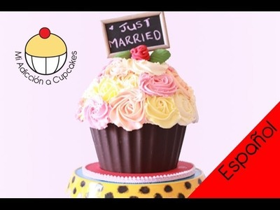 Cómo hacer un Cupcake Gigante -- Pasos Básicos 3: Tallado, Capas y Arreglo Final -Cupcake Addiction