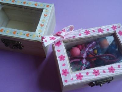 Decoración de una caja de madera. Trabajo manual para niños