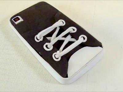 Funda para teléfono móvil en forma de zapatilla. Manualidades goma eva. DIY
