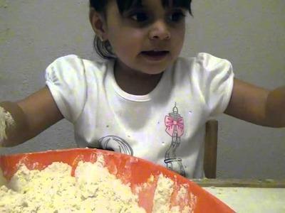Manualidades para niños - ¿Cómo hacer arcilla con harina? - LaiaLand (capítulo 1)
