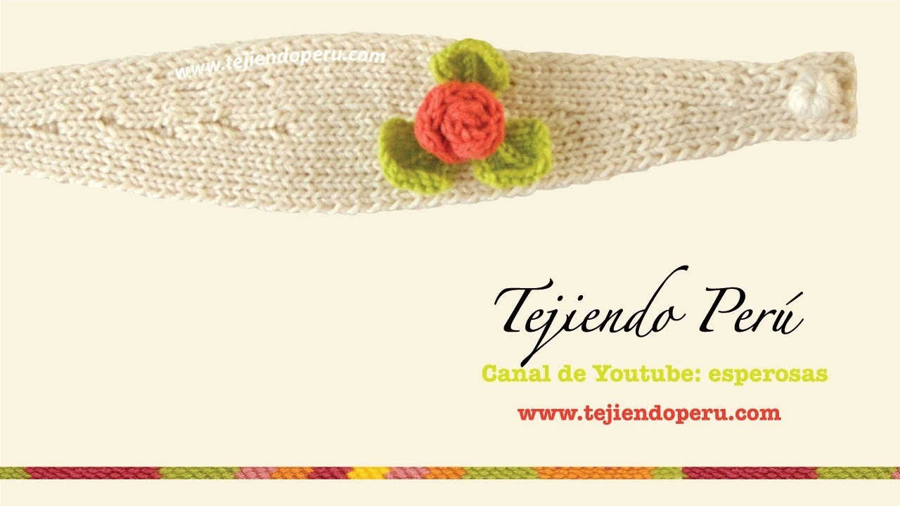 Vincha o diadema con flor tejida en dos agujas