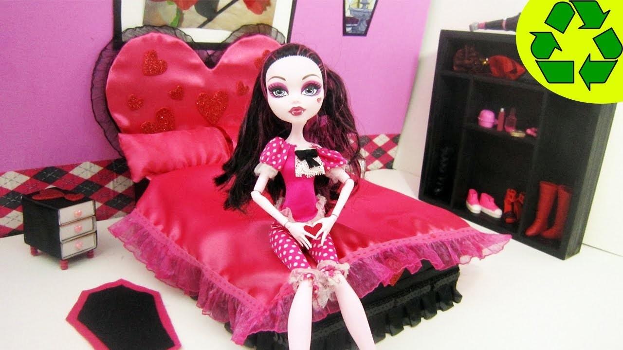 Manualidades para muñecas: Haz una cama Inspirada por la muñeca Monster High  Draculaura