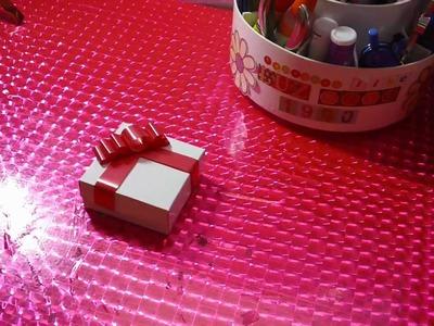 Como hacer cajitas con moño para pequeños regalos o dulces