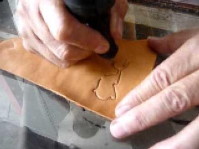 Aurelio Muñoz Alarcon (La tecnica de repujado en cuero)