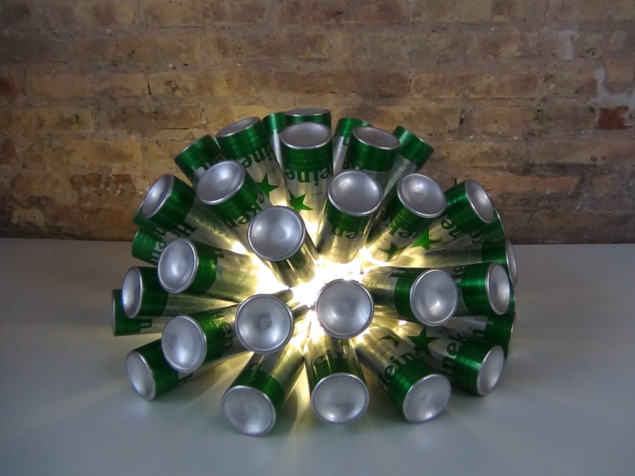 Cómo realizar una lámpara reciclando 50 botellas de cerveza - Lamp made out of 50 beer bottles