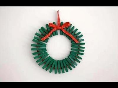 Como hacer una corona navideña con ganchos de ropas