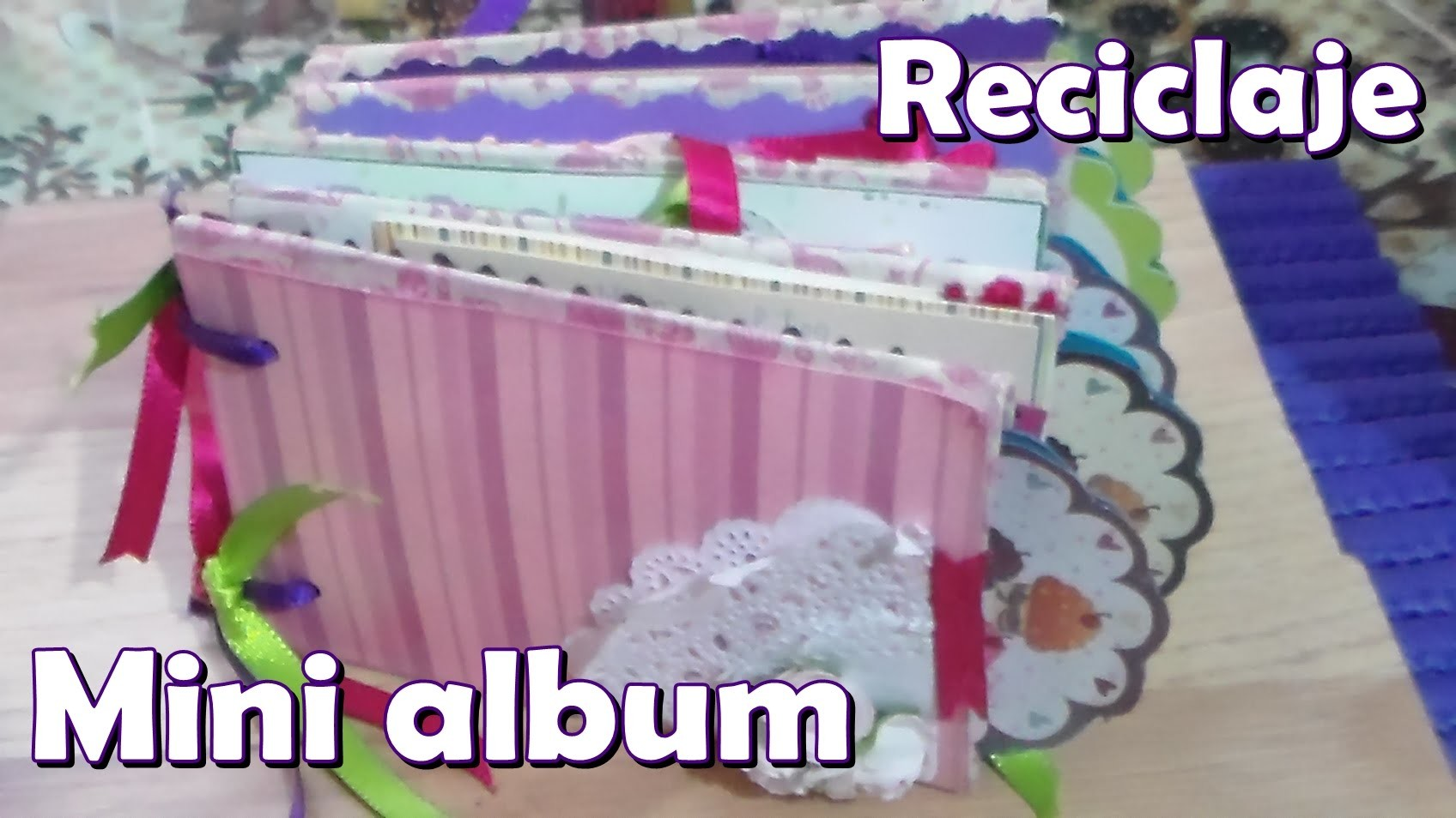 Mini album con tubitos de papel higienico