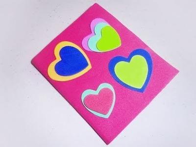 Cómo forrar una mascota o cuaderno con corazones de goma eva