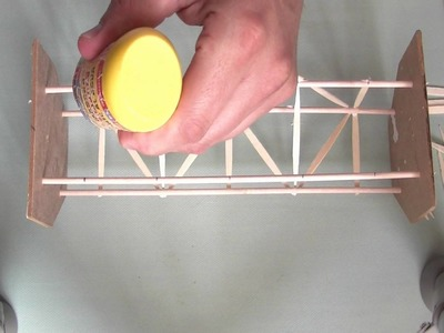 Cómo hacer una estructura de base cuadrada con pinchos y palillos