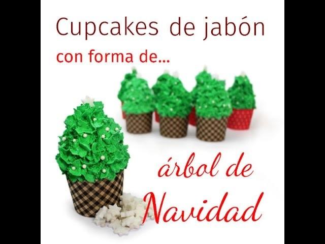 Hacer jabón de cupcake con forma de árbol de Navidad.