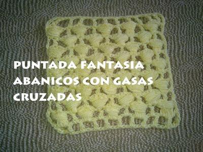 PUNTADA FANTASIA A GANCHILLO ((ABANICOS CON GASAS CRUZADAS))