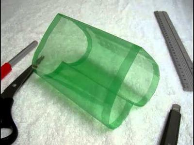 Caja en forma de corazn hecha con botellas de plastico