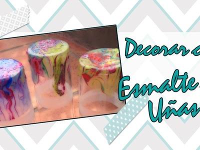 Vasos decorados con esmaltes de uñas.