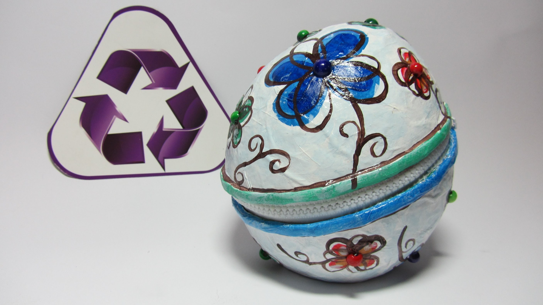 Reciclaje: Caja - cofre con cierre de cremallera. Box with zipper.