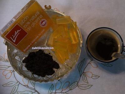 Exfoliante de café para piel grasa .