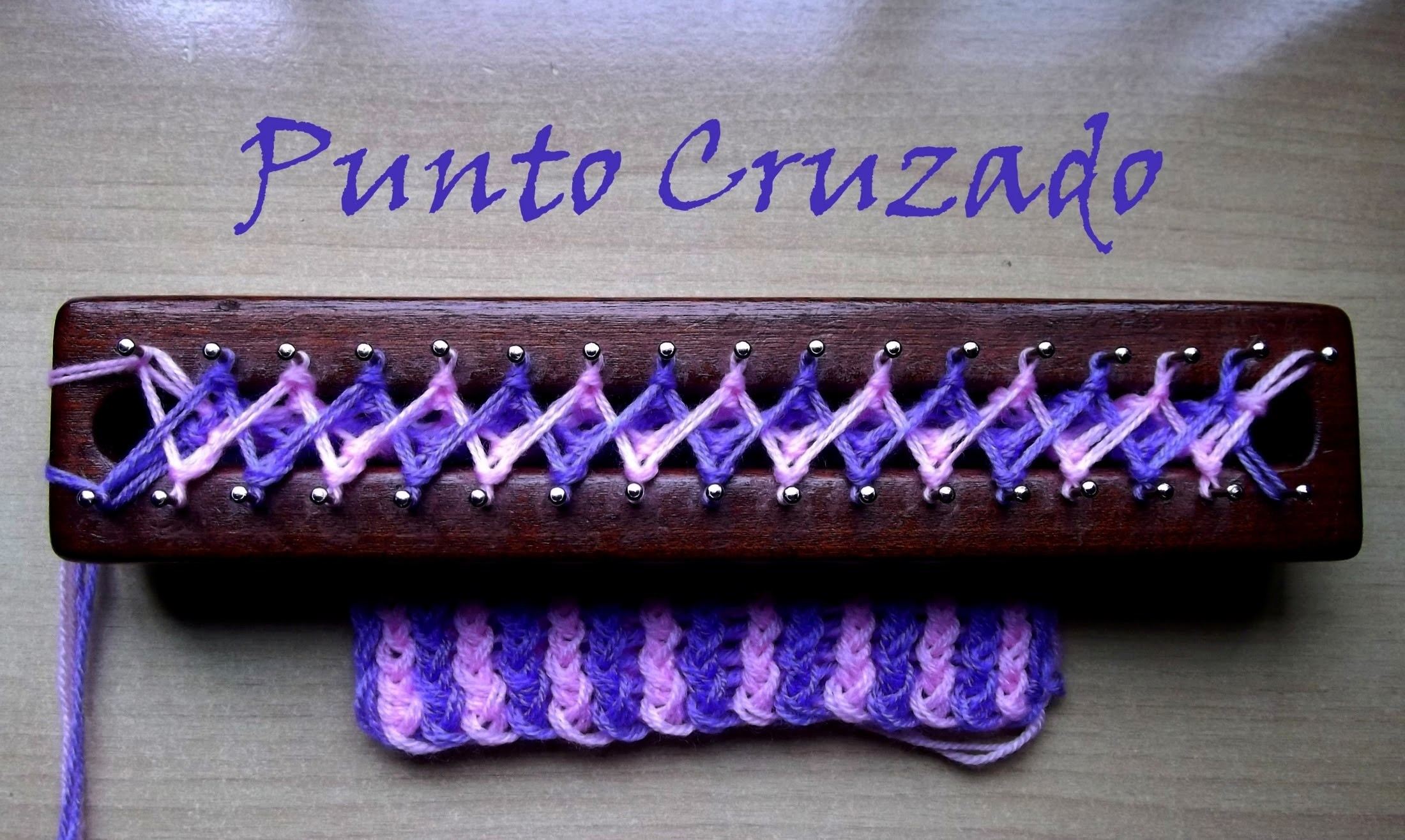 Punto Cruzado Bicolor en Telar Maya. Crossed stitch on loom