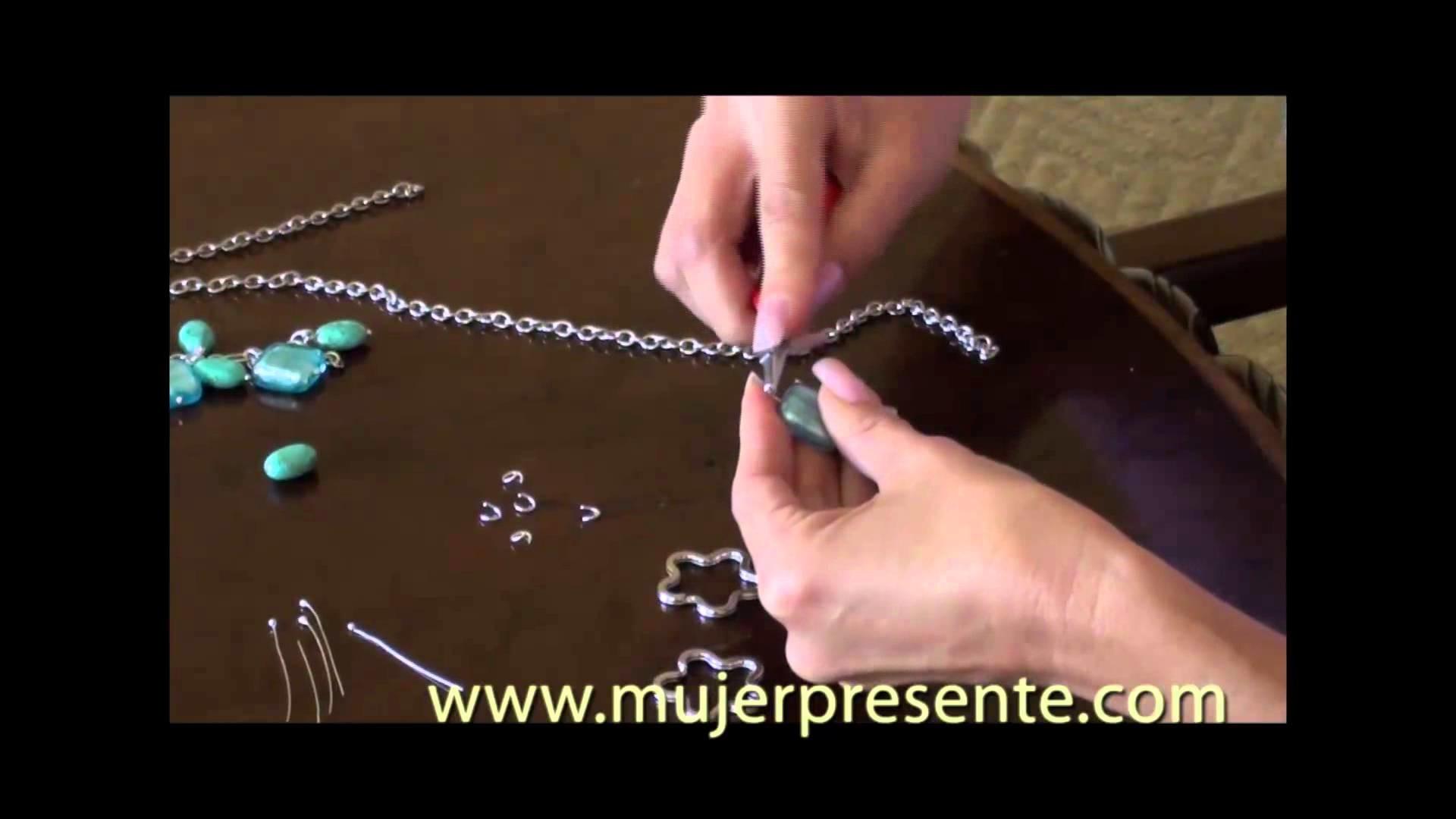 Manualidades con Beatriz Guajardo, Llaveros hechos de collares reciclados