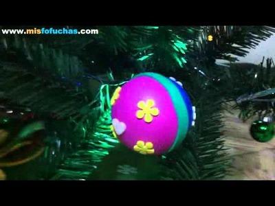 Arbol de navidad decorado con bolitas de unicel o icopor forradas con foamy