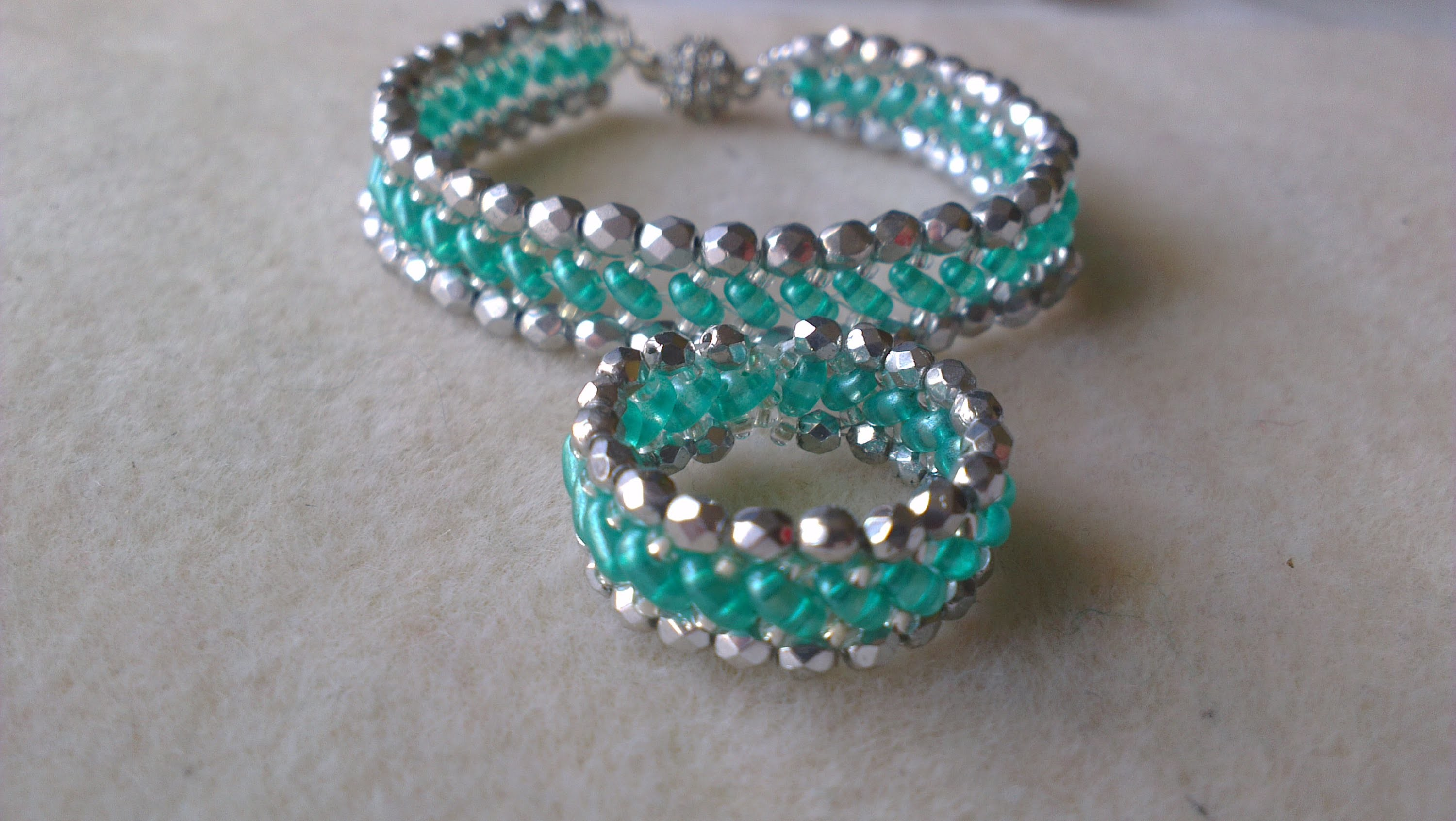 PULSERA Y ANILLO VERDE Y PLATA-BRACELET AND RING LIGHT EMERALD AND SILVER COLOR.