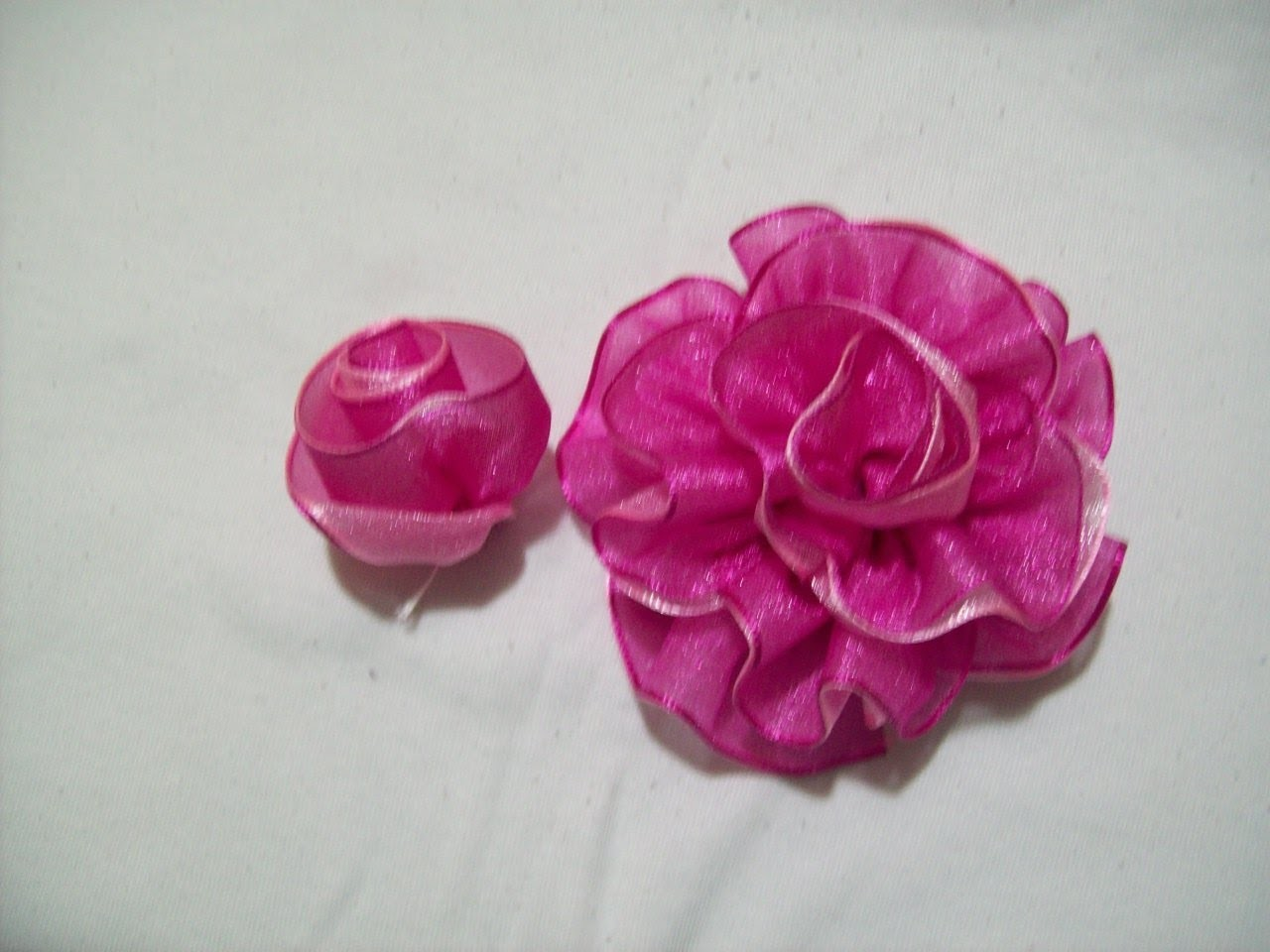 81.- Como hacer un boton de rosa doble en cintas , Iztac Madrigal