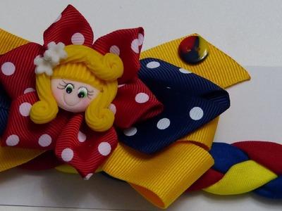 Balaca  tricolor  Colombiana en tela  trenzada y decorada con lazo en cinta