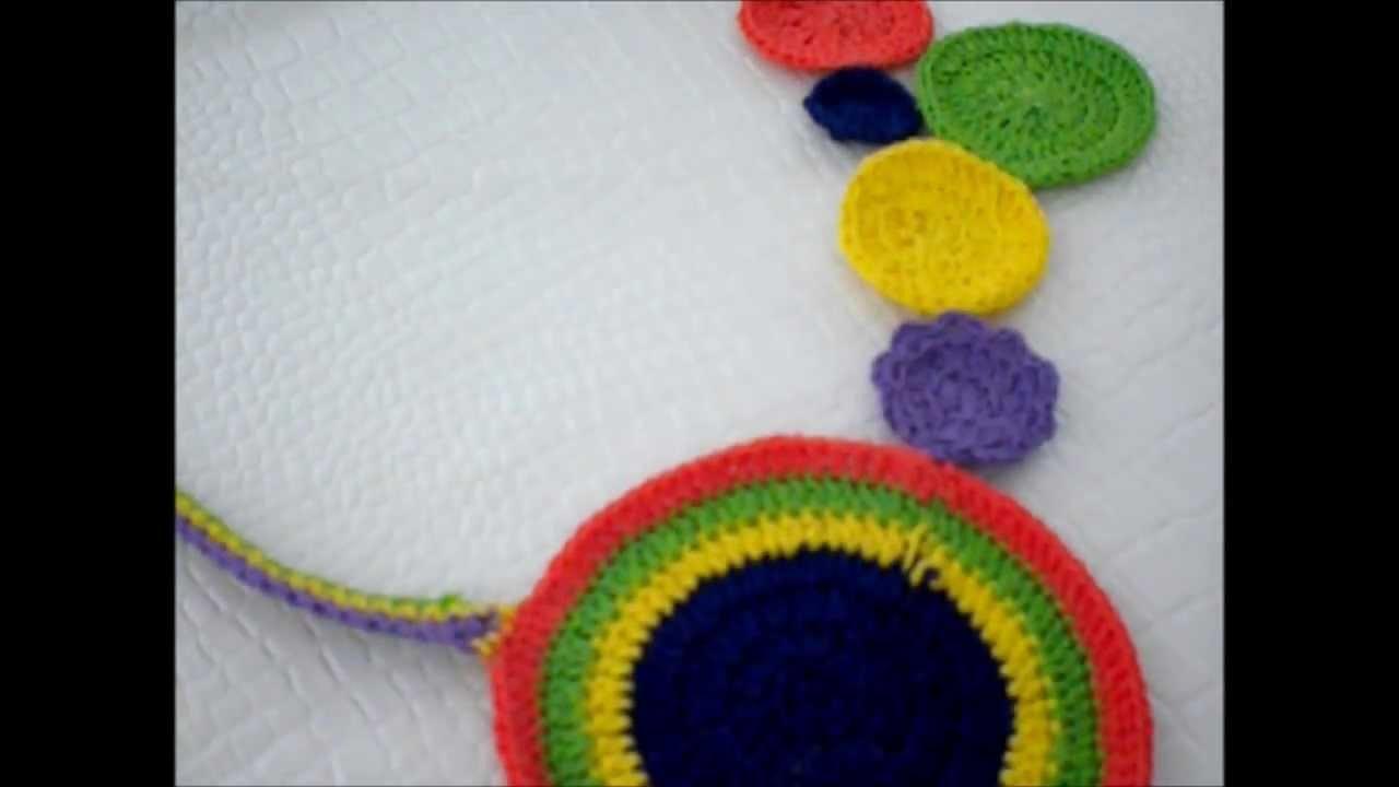 Collar de ganchillo multicolor