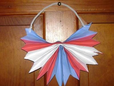 Manualidades de papel: decoración patriotica para la puerta