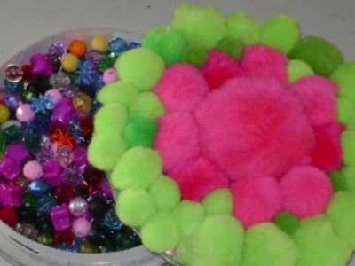 Cómo hacer una caja decorativa reciclada con pompones