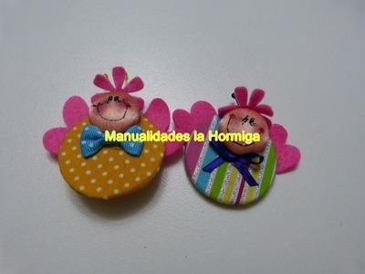 Mariposa elaborada en botones  y circulos de cartulina. apliques para recordatorios