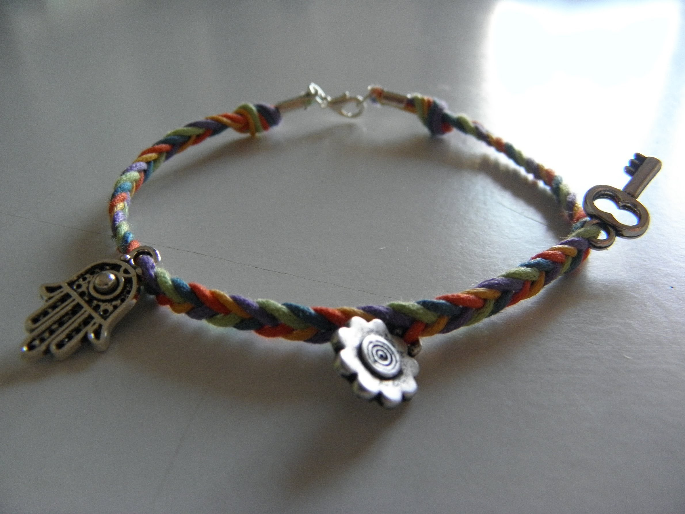 Como hacer pulsera trenzada de 5 cabos (How to do make braided bracelet)