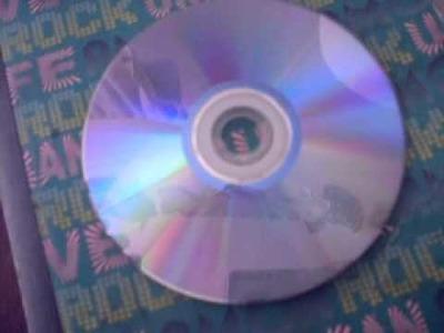 Como limpiar un cd facil y rapido de ps2 BuLLYy