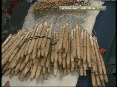 300 personas haciendo encaje de bolillos en Fuenlabrada