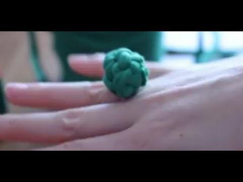 Cómo hacer un anillo de trapillo con nudos | facilisimo.com