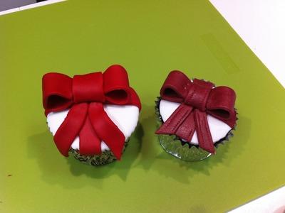 Cupcake con lazo de fondant. Recetas de cocina para niños