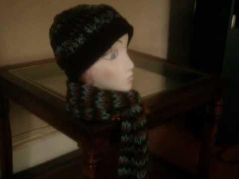 A  crochet y telar gorros y bufandas